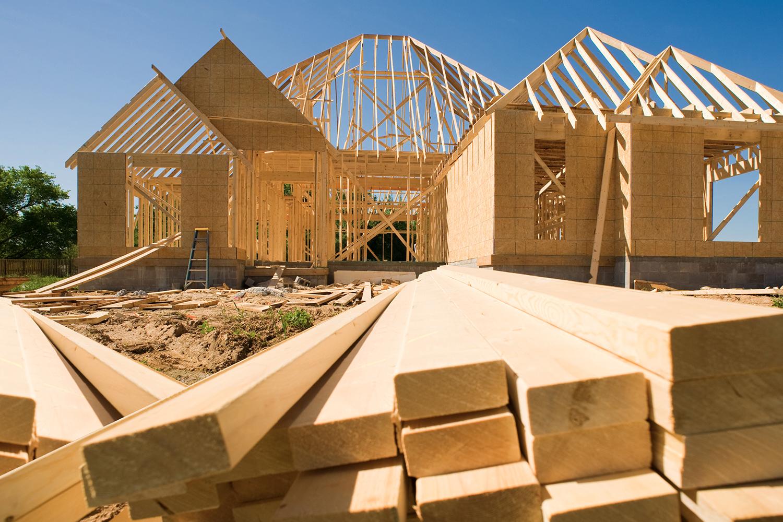 Vernici ignifughe per legno: casa in costruzione