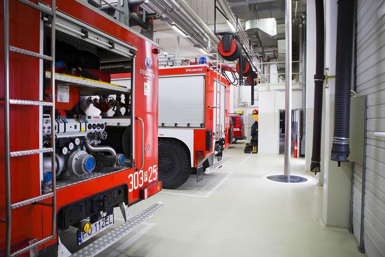Il palo dei pompieri in una caserma