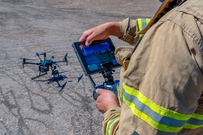 I Vigili del Fuoco hanno iniziato a usare i droni-pompiere