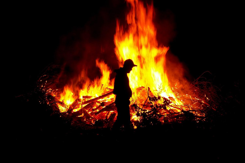 Chi sono i piromani e chi sono gli incendiari